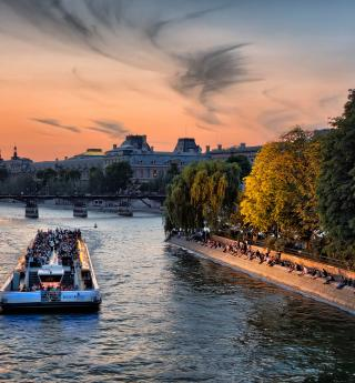 Ode to love: a cruise on the Seine